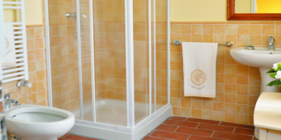 Campofiorito Agritourism - Rosa (Rose) Room - Double Dedroom with private bathroom - Agriturismo Campo Fiorito - Via Dei Rocchi 190, 51015 - Monsummano Terme (PT) - Toscana - Italia